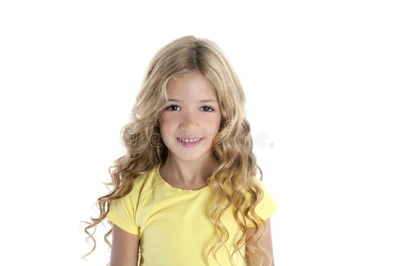 blond flicka little som ler royaltyfri bild