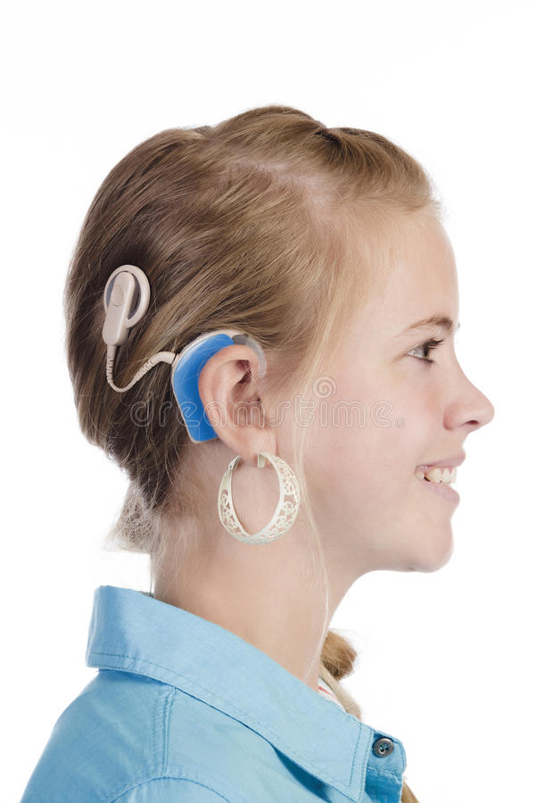 Blond flicka med den cochlear implantatet royaltyfria bilder