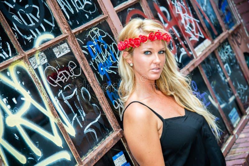 Blond flickakvinna fotografering för bildbyråer