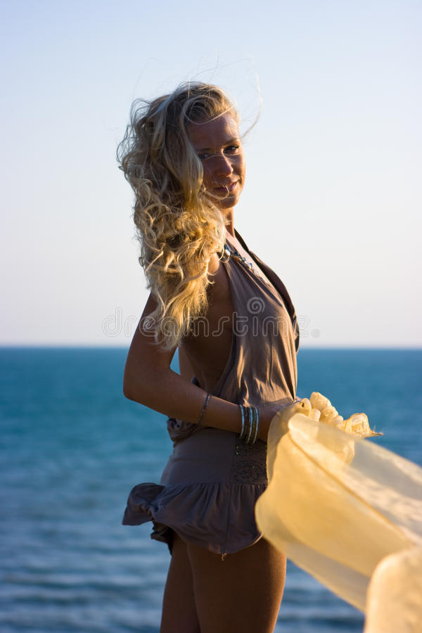 blond flickasjal royaltyfri foto