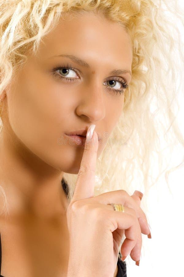blond görande teckentystnad arkivfoto
