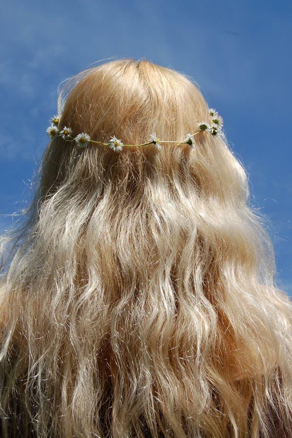 Blond Hippy Chick Girl Wearing Daisy Chain royaltyfri fotografi