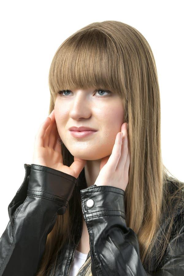 Blond kobieta z czarną skórzaną kurtką fotografia royalty free