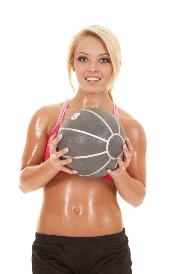 Blond kobiety sprawności fizycznej medycyny piłki chwyta przód obrazy royalty free