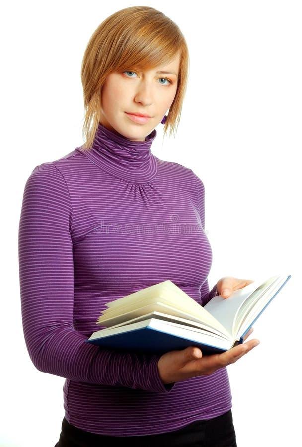 blond książki czytelnicza atrakcyjną kobietą fotografia royalty free