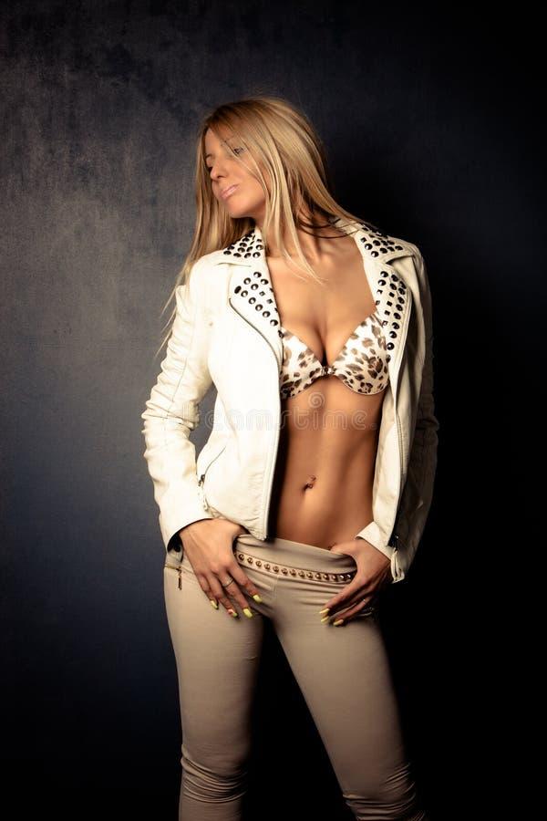Blond kvinna arkivbilder