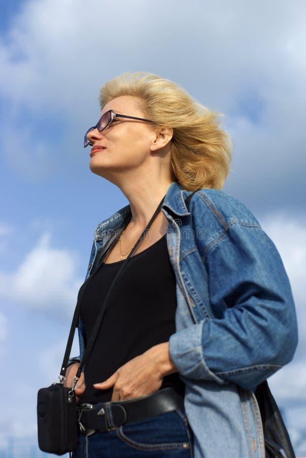 blond kvinna royaltyfri fotografi