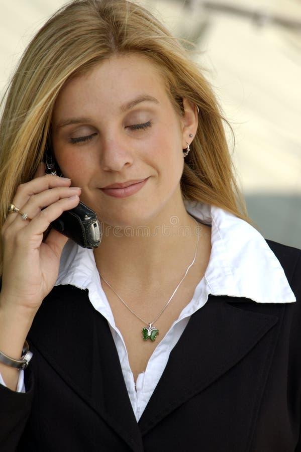 Download Blond kvinna för affär 2 fotografering för bildbyråer. Bild av halsband - 286603