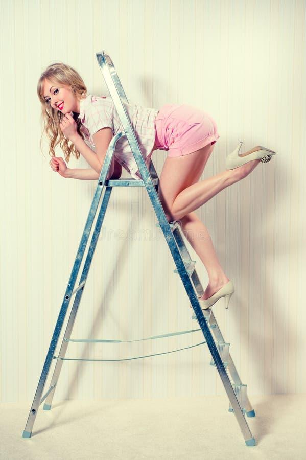 Blond kvinna för sexig utvikningsbild royaltyfria bilder