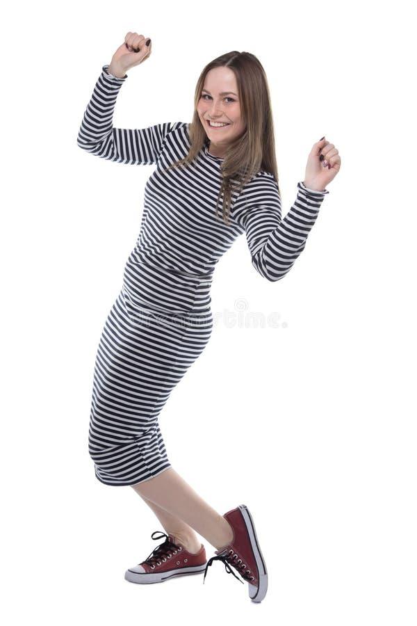 Blond kvinna för vinnare i den randiga klänningen, full längd arkivfoto