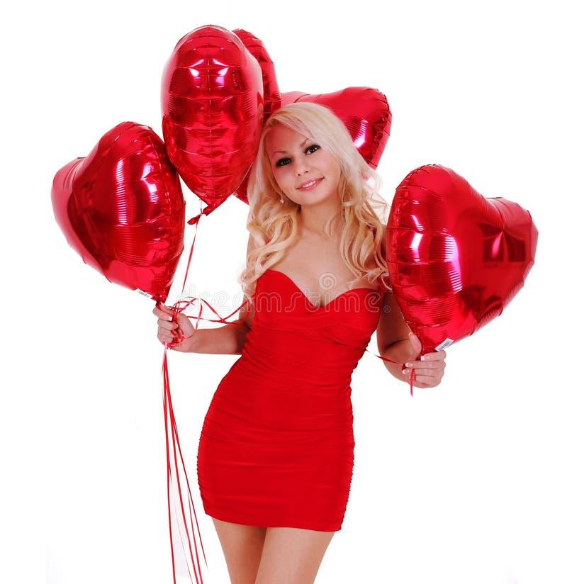 Blond kvinna med hjärta isolerade formade ballonger arkivbilder