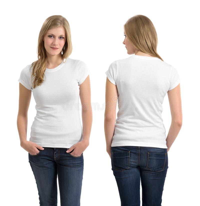 Blond kvinnlig med den tomma vita skjortan arkivfoton