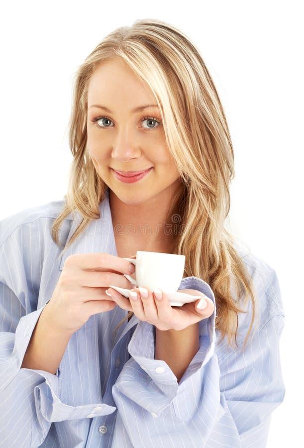 Blond mit Tasse Kaffee stockfoto