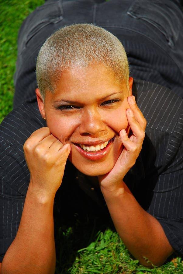 blond multiracial kvinna royaltyfri bild