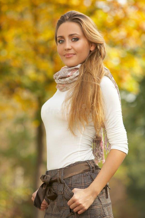 Blond in openlucht royalty-vrije stock foto's