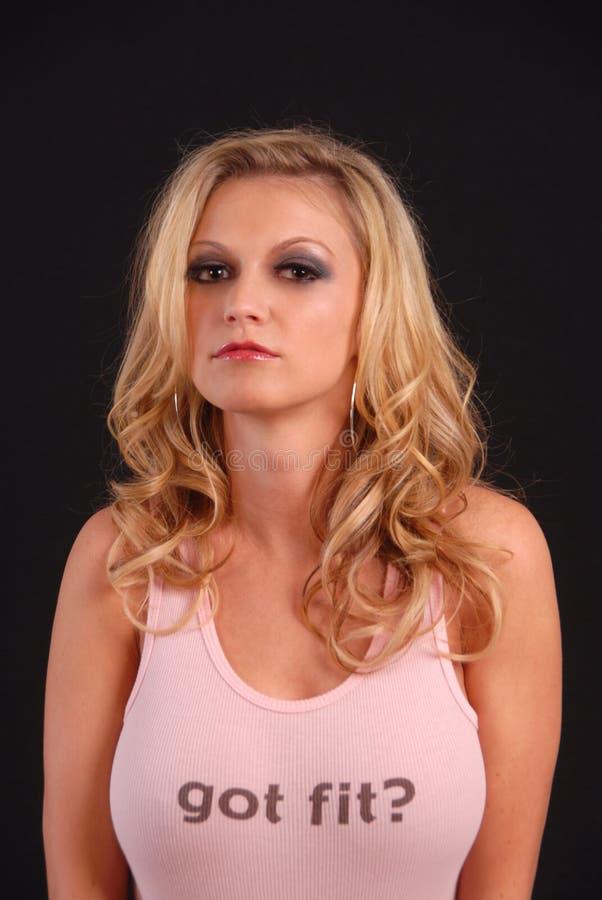 blond pink som poserar den sexiga ärmlös tröja arkivbilder