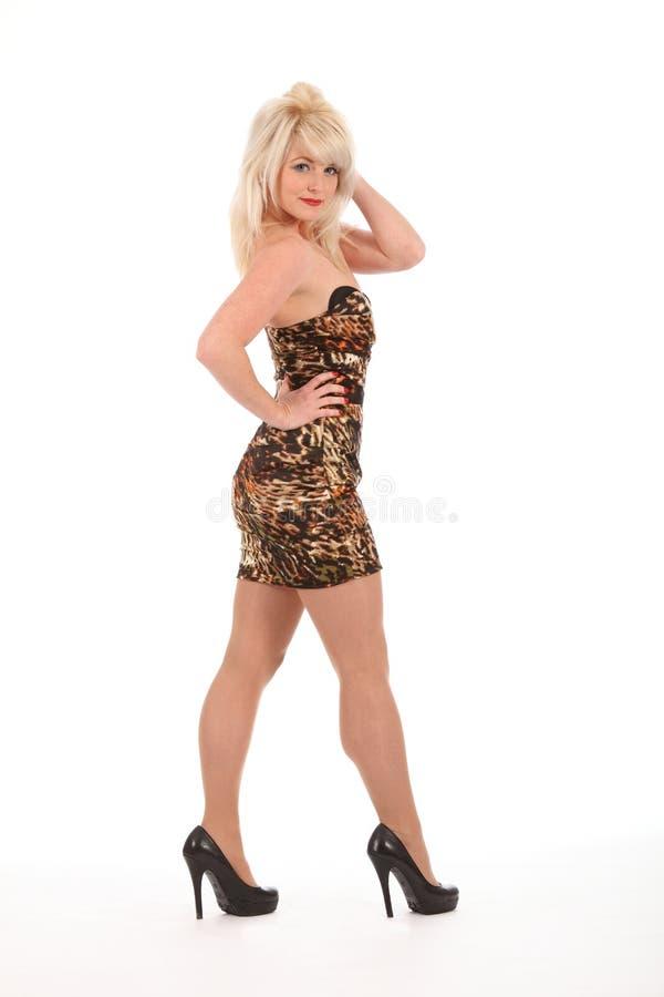 blond sexig kortslutning för klänningflickahäl high royaltyfria bilder