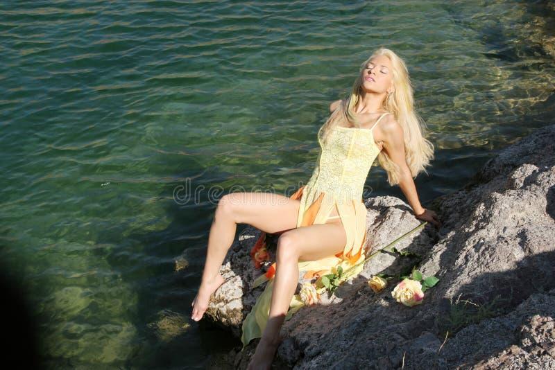 blond sexig kvinna royaltyfri bild