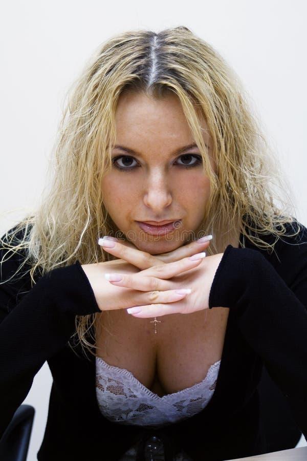 Blond sexy dans le bureau images stock