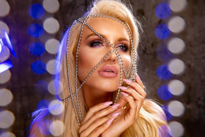 blond sinnlig kvinna royaltyfria bilder