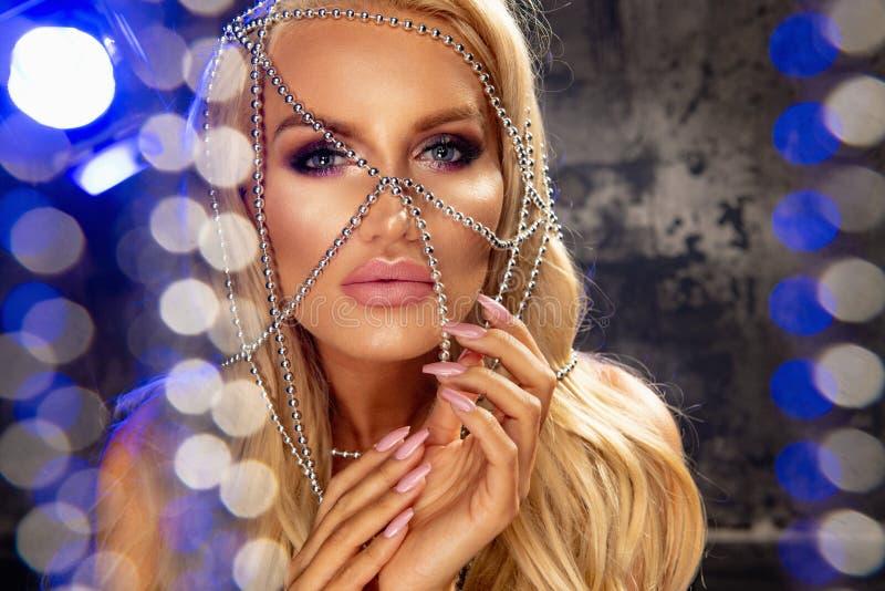 blond sinnlig kvinna royaltyfri foto
