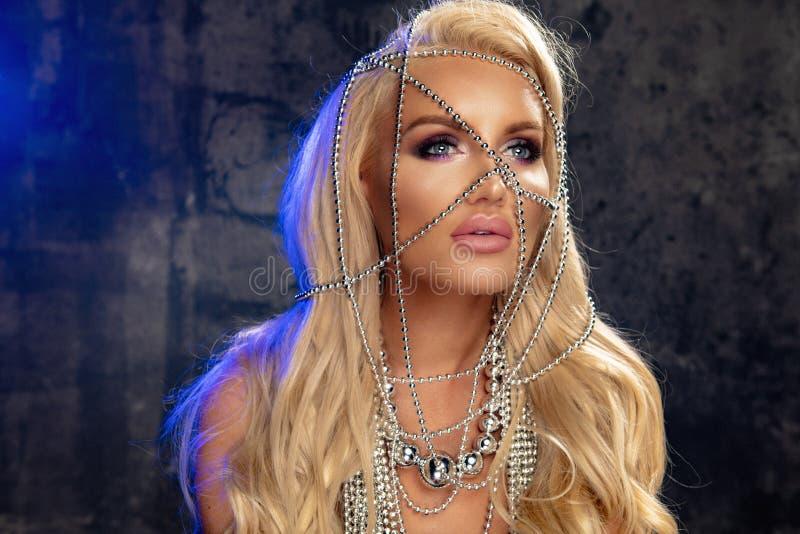 blond sinnlig kvinna royaltyfri fotografi