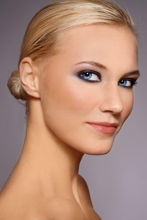 Blond skönhet royaltyfria bilder