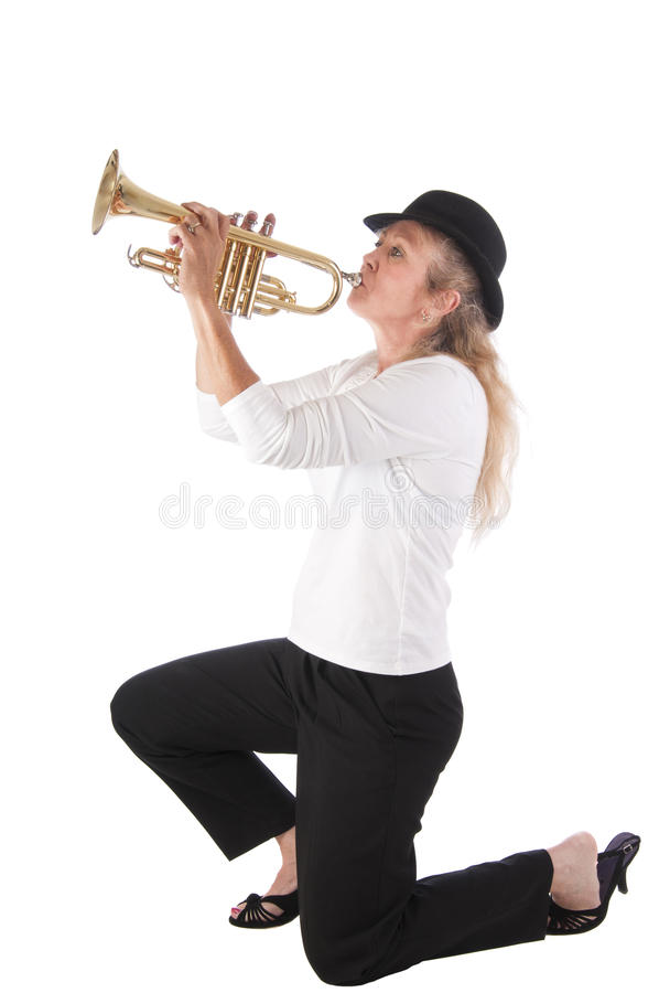 blond spelaretrumpetkvinna royaltyfria foton