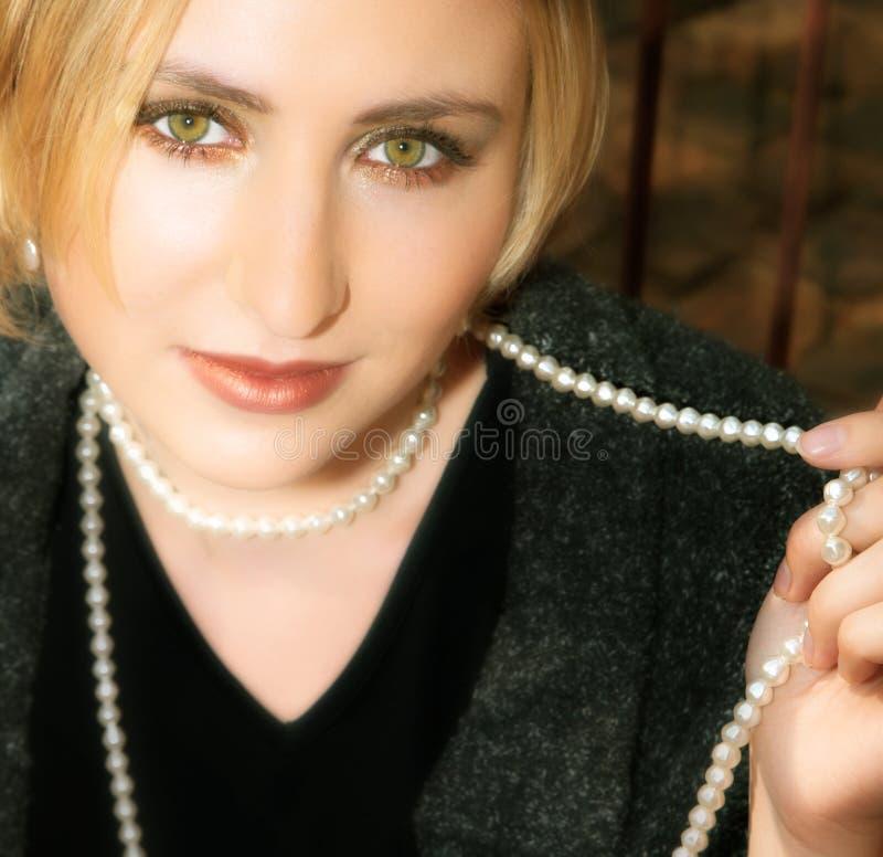 blond szara kurtka pearl kobiety wełny young obraz royalty free