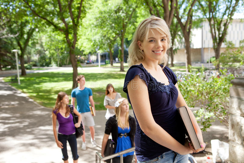blond szkoła wyższa szczęśliwy uczeń obrazy royalty free