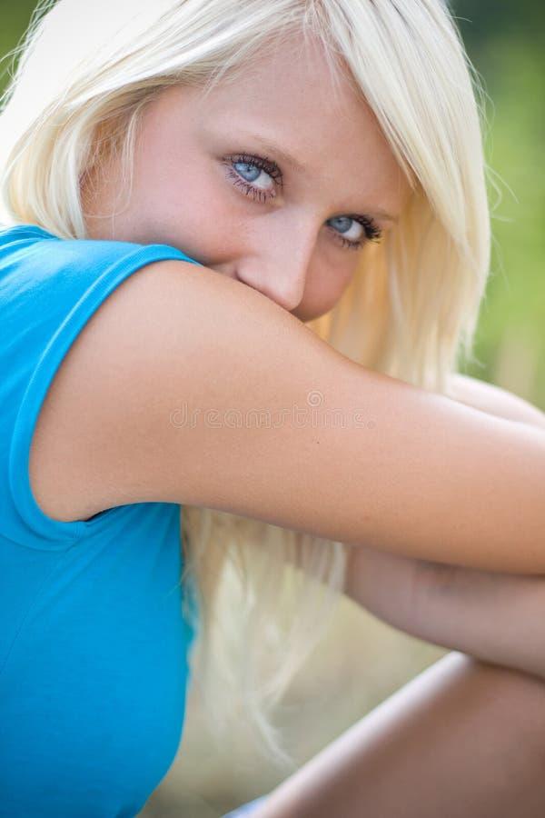 Blond timide photos libres de droits