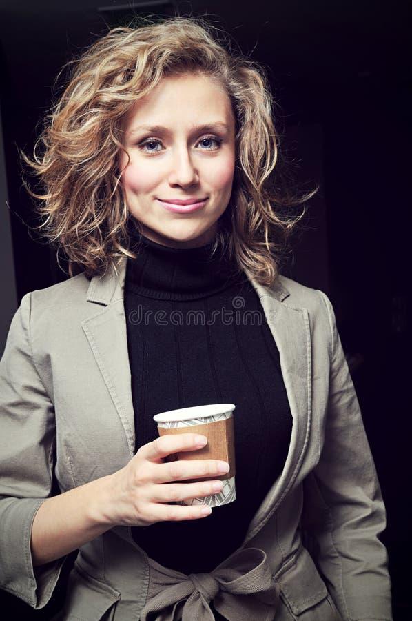 Blond ung affärskvinna royaltyfri foto