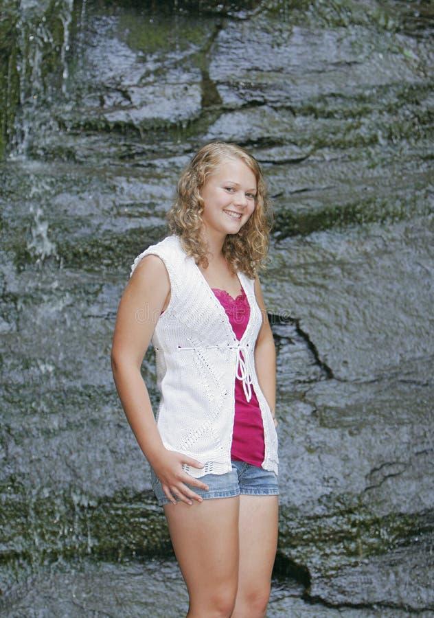 blond utomhus teen flicka royaltyfria foton