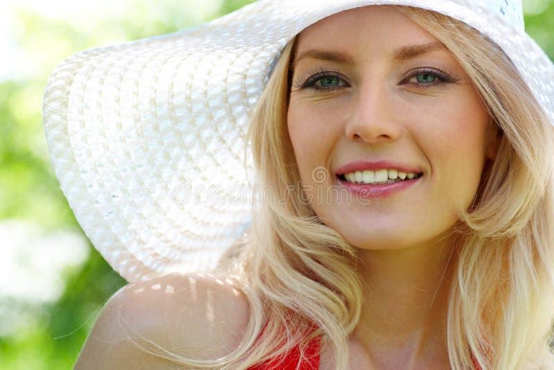 Blonde à la mode photographie stock