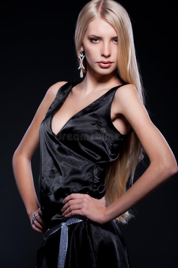 Blonde atrativo com cabelo longo imagem de stock royalty free