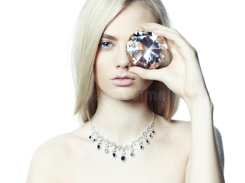 Blonde bonito com jóia foto de stock