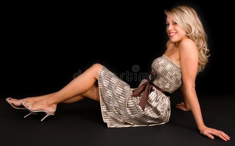 Blonde bonito que relaxa fotos de stock royalty free