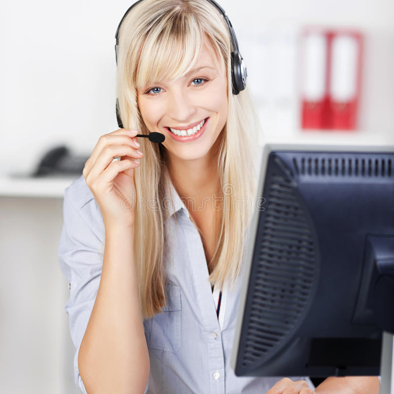 Blonde call centreexploitant royalty-vrije stock foto's
