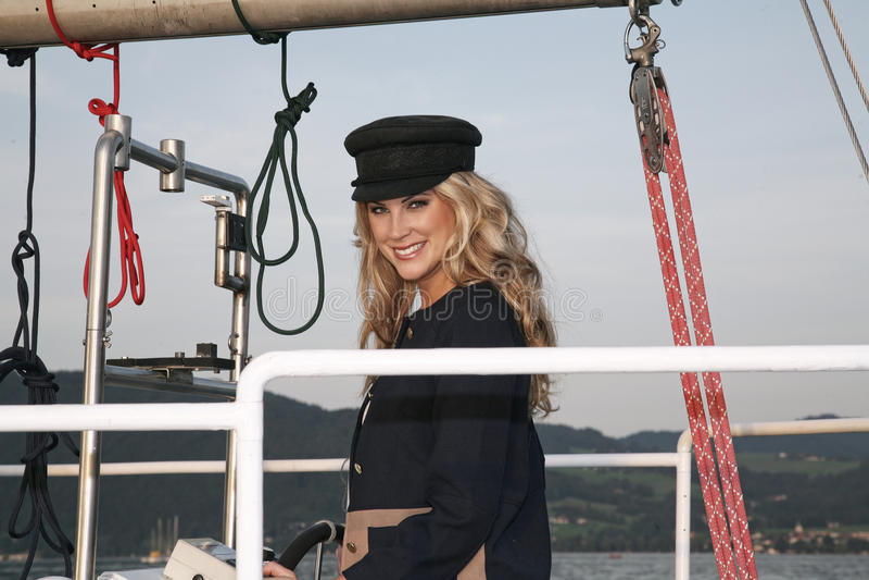 Blonde capitan vrouw stock foto's