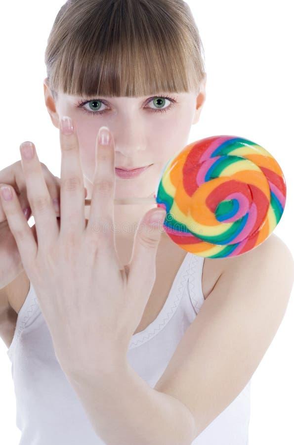 Blonde com fome com lollipop da cor imagem de stock royalty free