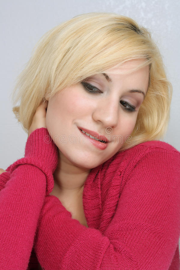 Blonde contemplativo hermoso imagen de archivo