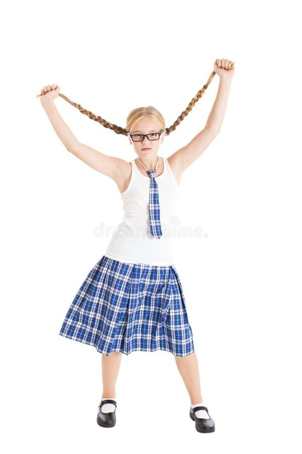 L'écolière étire de côté leurs longues tresses. photographie stock libre de droits