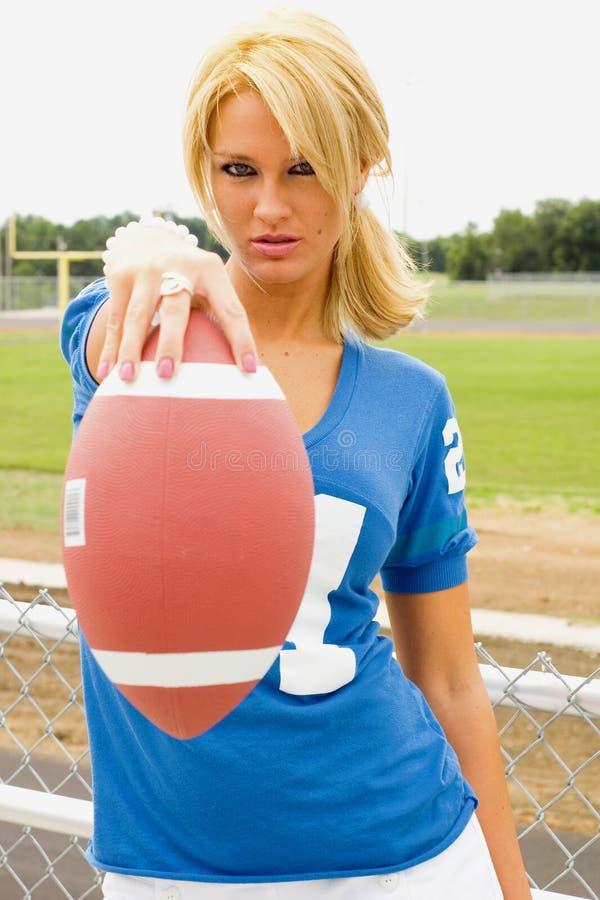 Blonde dans le football Jersey photos stock