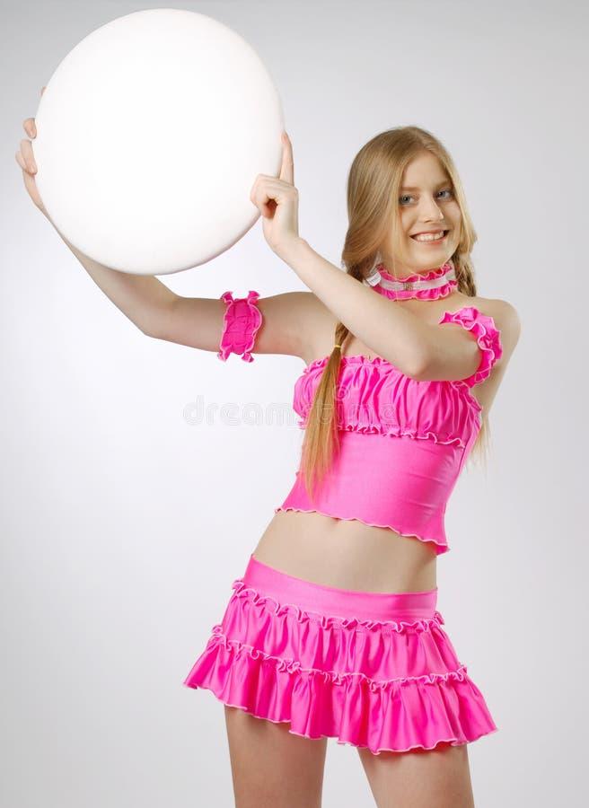 Blonde dans le rose avec le panneau indicateur vide photos libres de droits