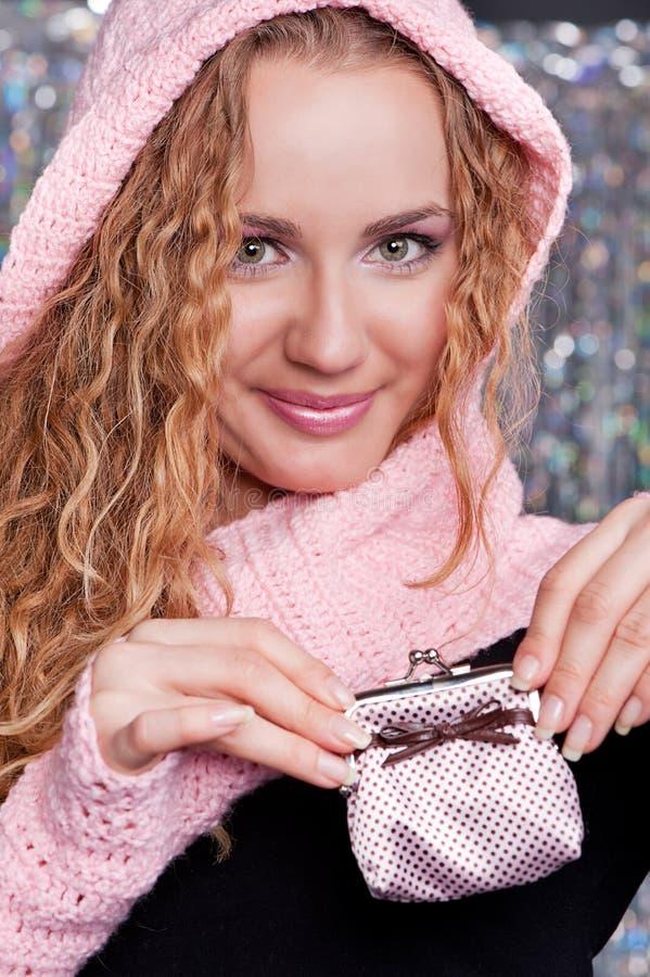 Blonde di smiley con la borsa immagine stock