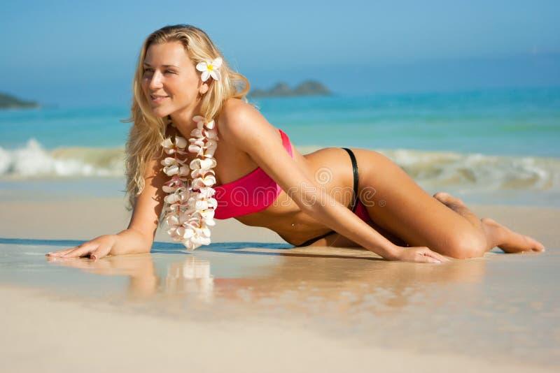 Blonde em Havaí imagem de stock