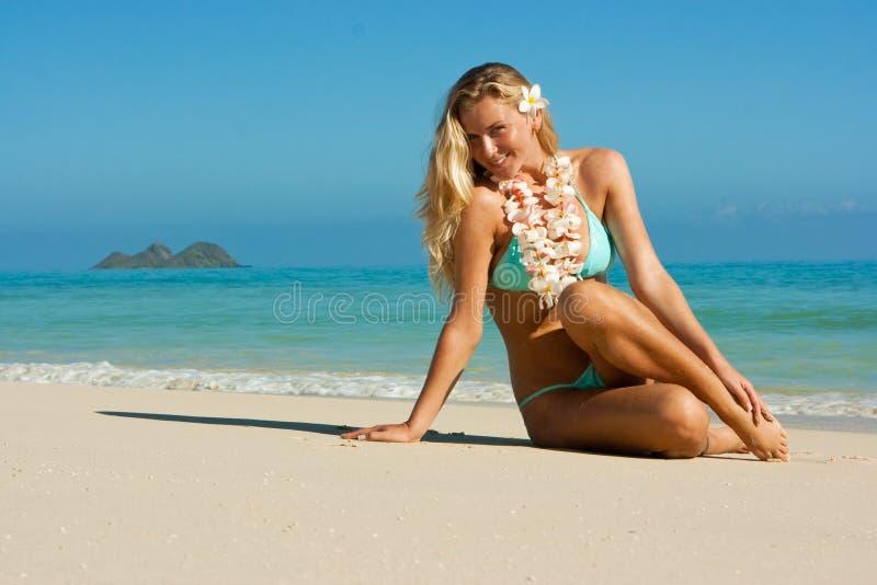 Blonde em Havaí foto de stock royalty free
