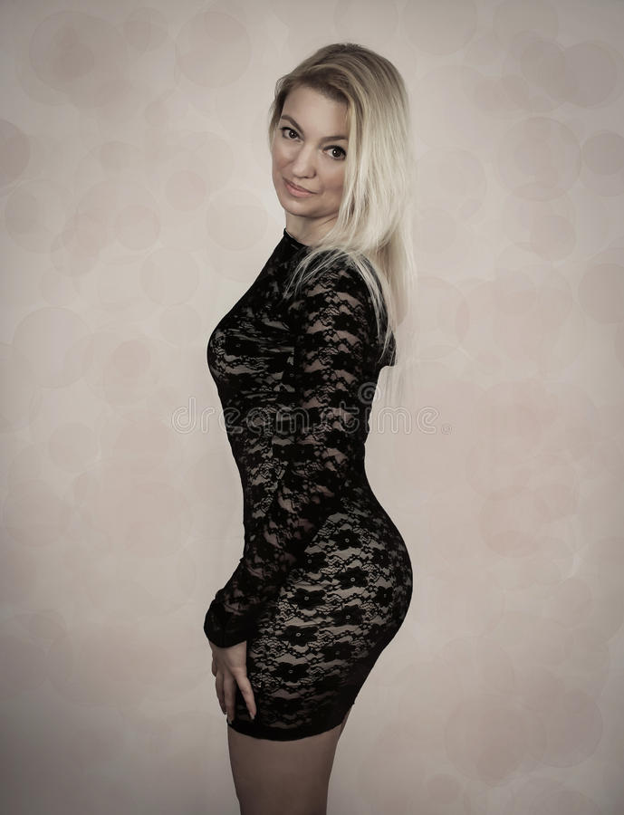 Blonde en alineada negra foto de archivo libre de regalías