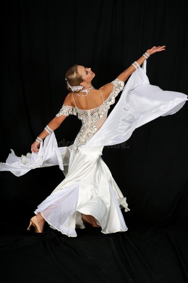 Blonde en danza imagen de archivo libre de regalías