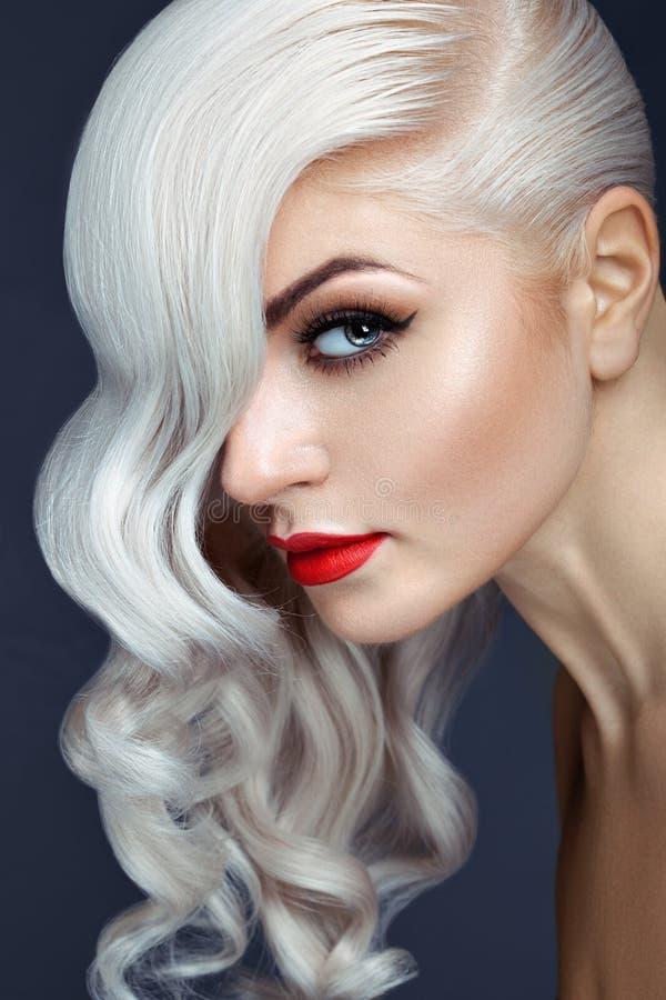 Blonde en gros plan de portrait image stock